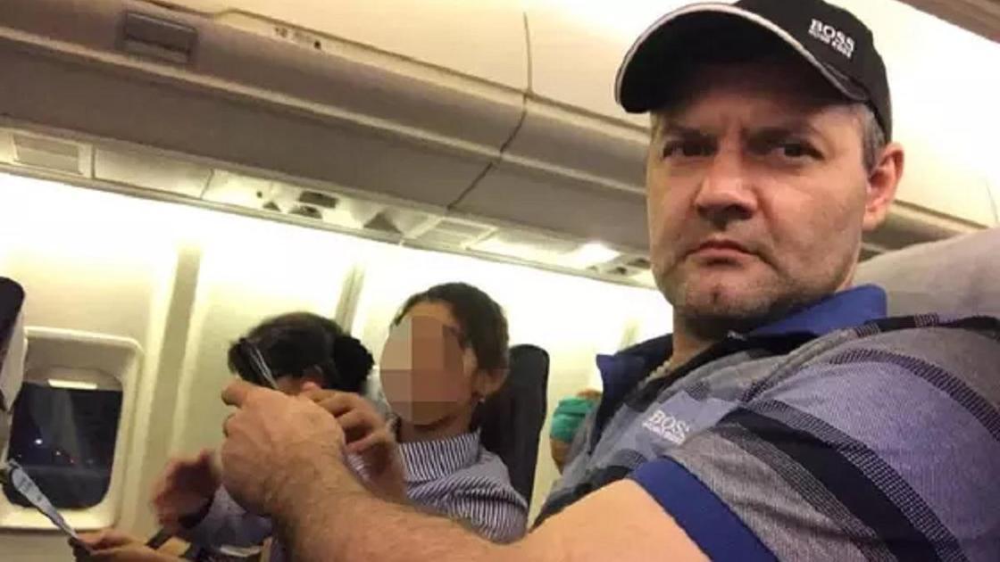 Рафаэль Бикбаев в самолете