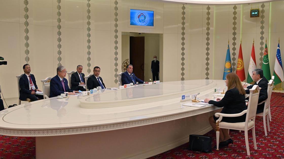 Президенты стран Центральной Азии во время неформальной встречи в Туркменистане