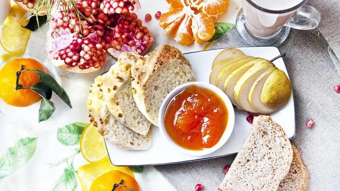фрукты, хлеб, джем
