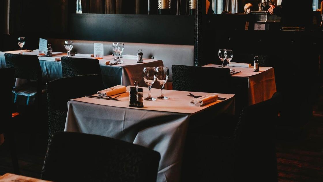 Столики в ресторане