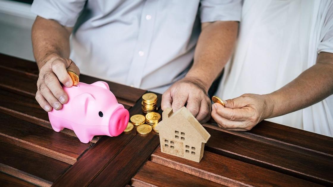 Семейная пара собирает деньги на жилье