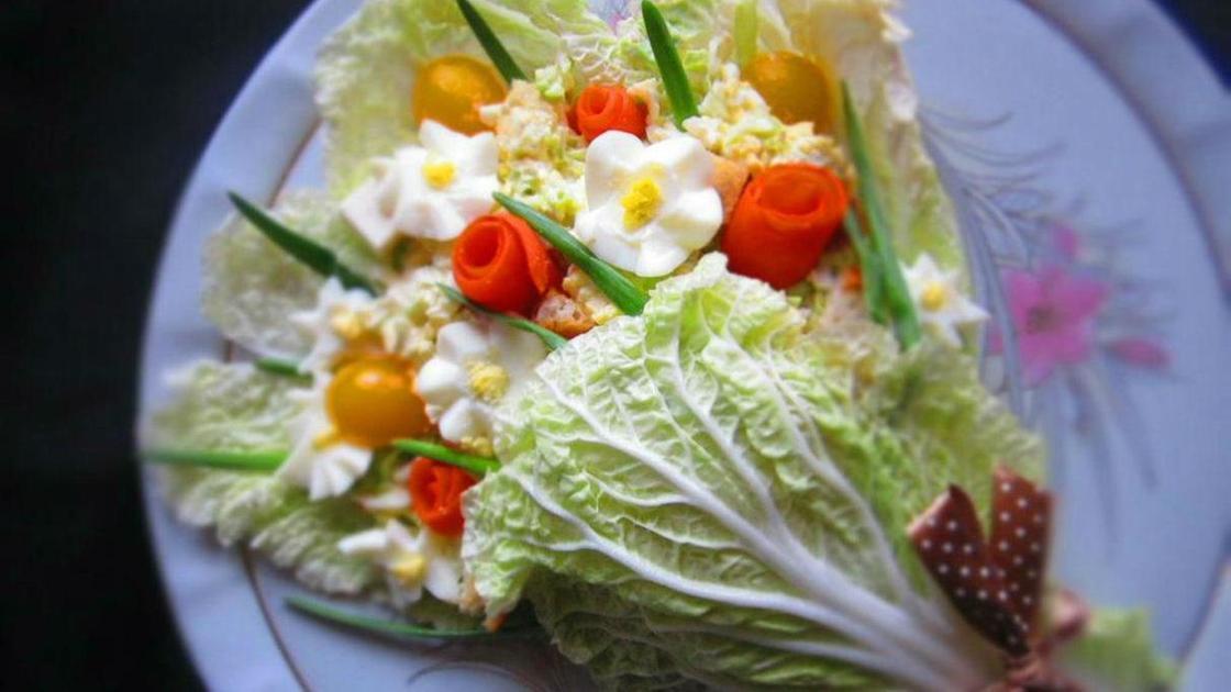 Салат из капусты в виде букета