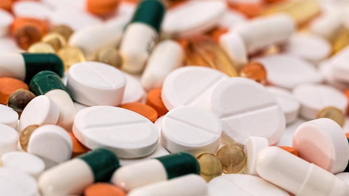 Россыпь разных таблеток