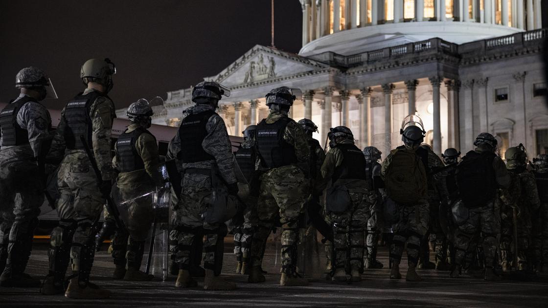 Военные у здания Капитолия
