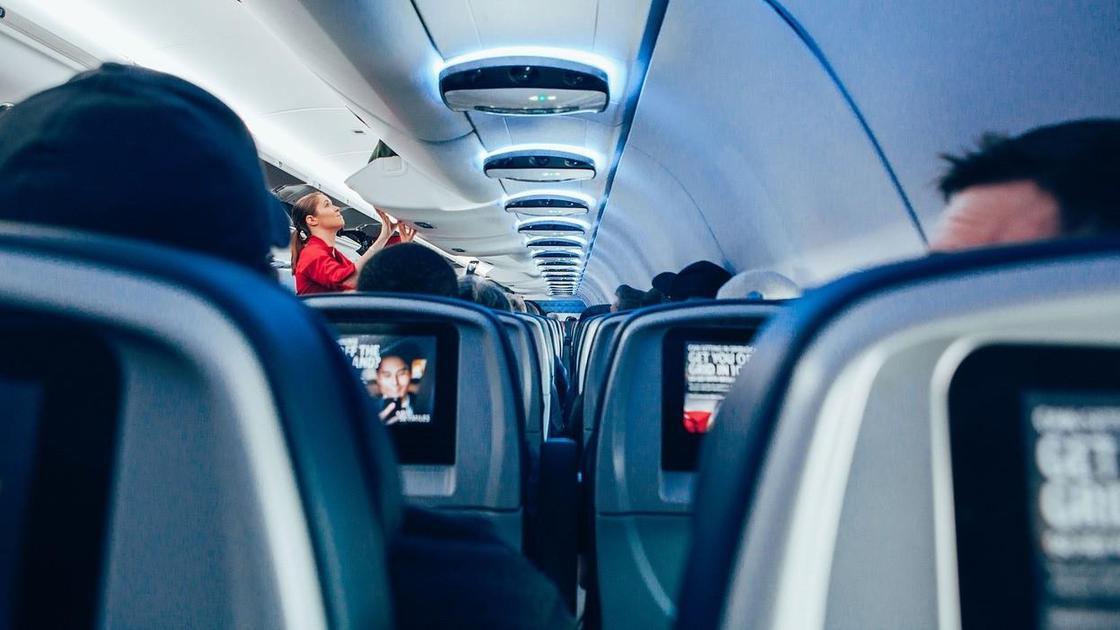Раскрыт секрет бесплатного повышения класса обслуживания в самолете