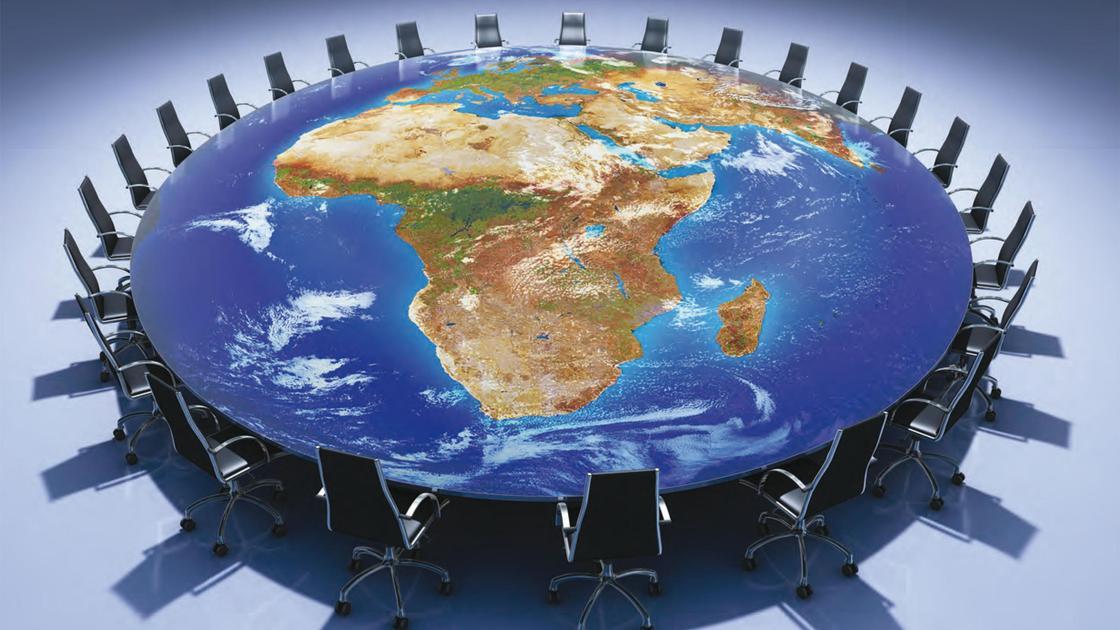 круглый стол в виде Земли