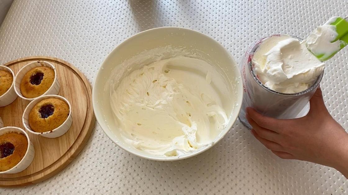 Наполнение кремом кондитерский мешок