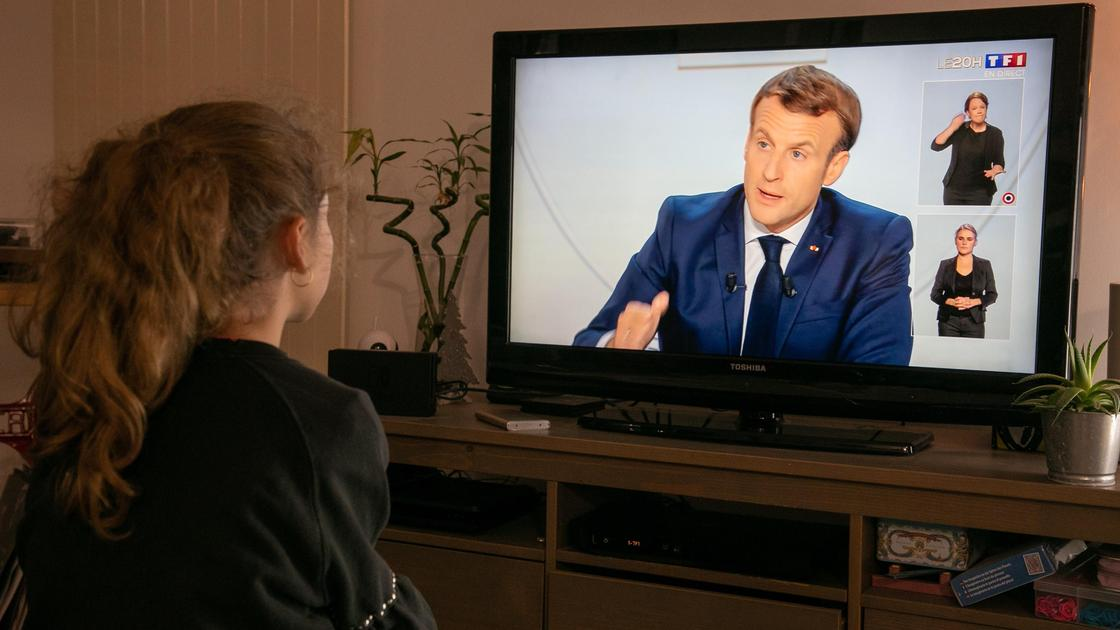 президента франции показывают по телевизору