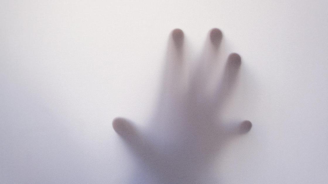 руказа матовым стеклом