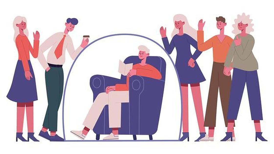 Человек с книгой в кресле и люди вокруг