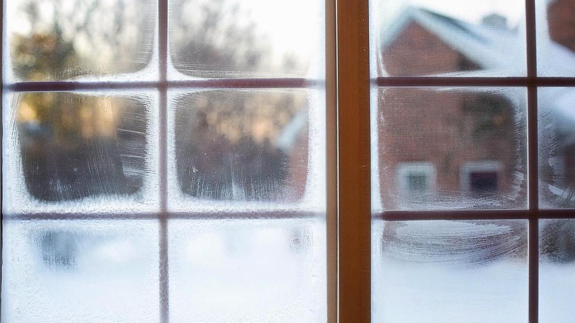 Окна покрылись льдом