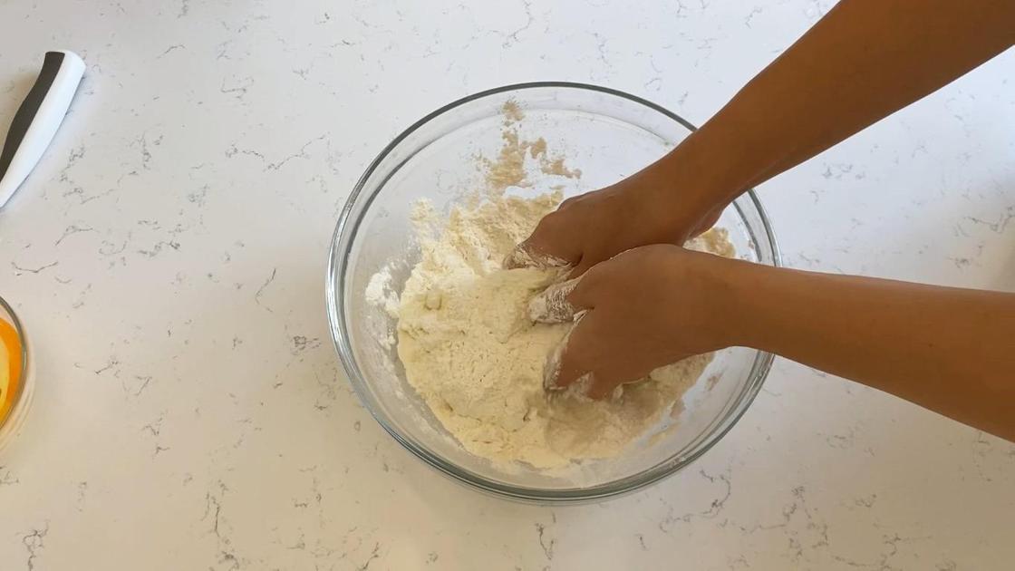 Замес теста руками