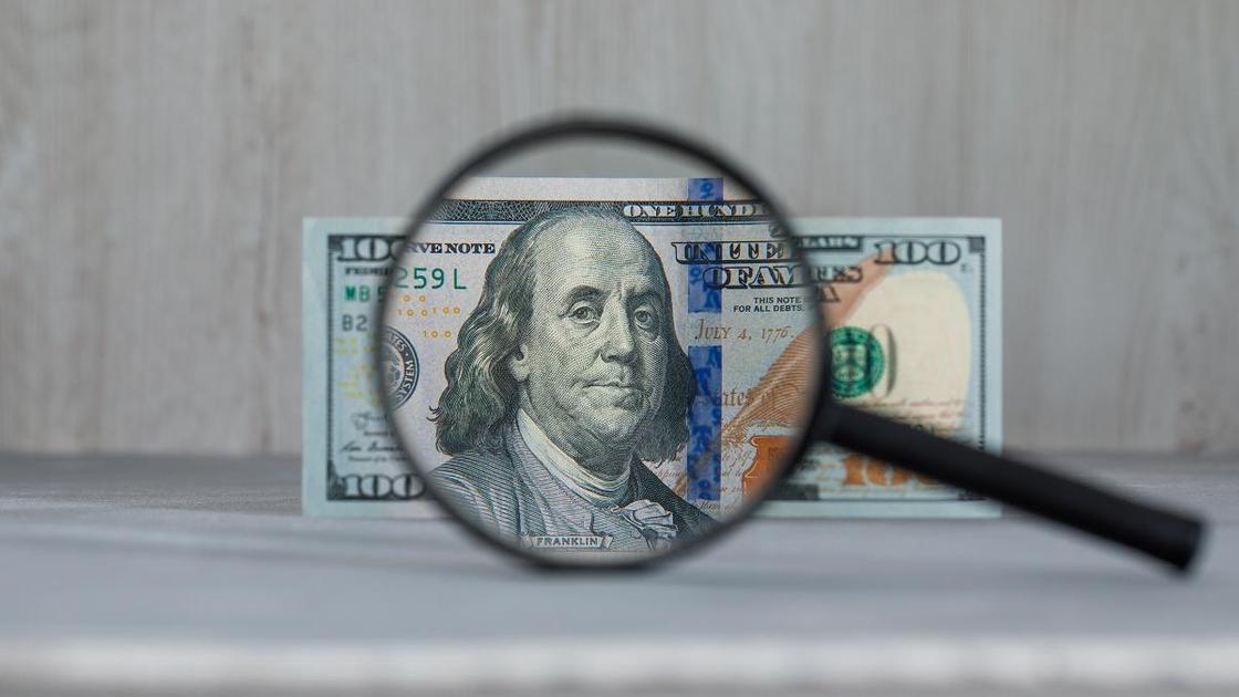 Доллар под увеличительным стеклом