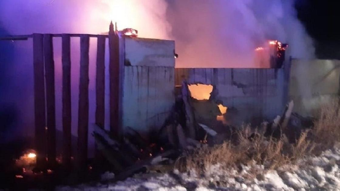 Сгоревший дом в Уральске