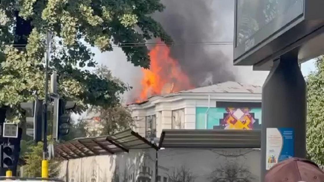 Здание горит