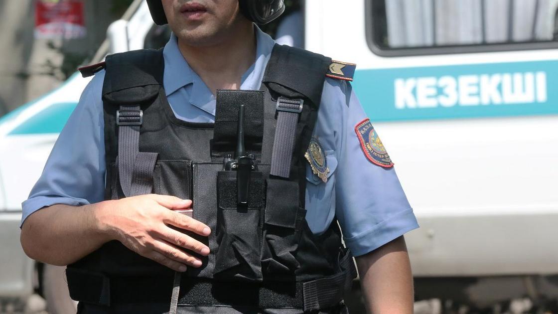 Екеуі жараланып, біреуі қаза тапты: Шуда полицейлерді ұстау бойынша арнайы операция өткізілді