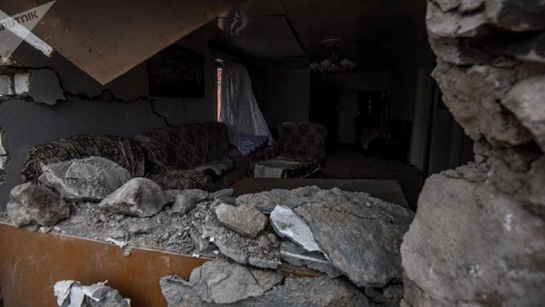развалины дома после обстрела