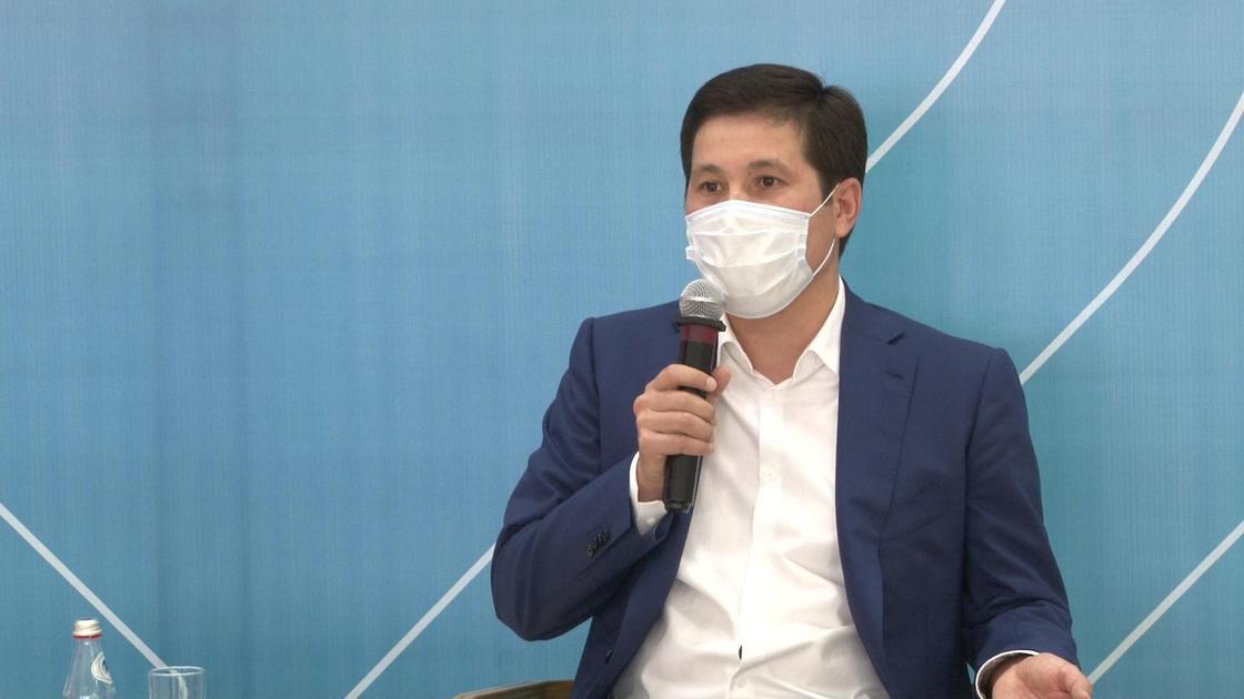 Абылкаир Скаков на встрече с волонтерами