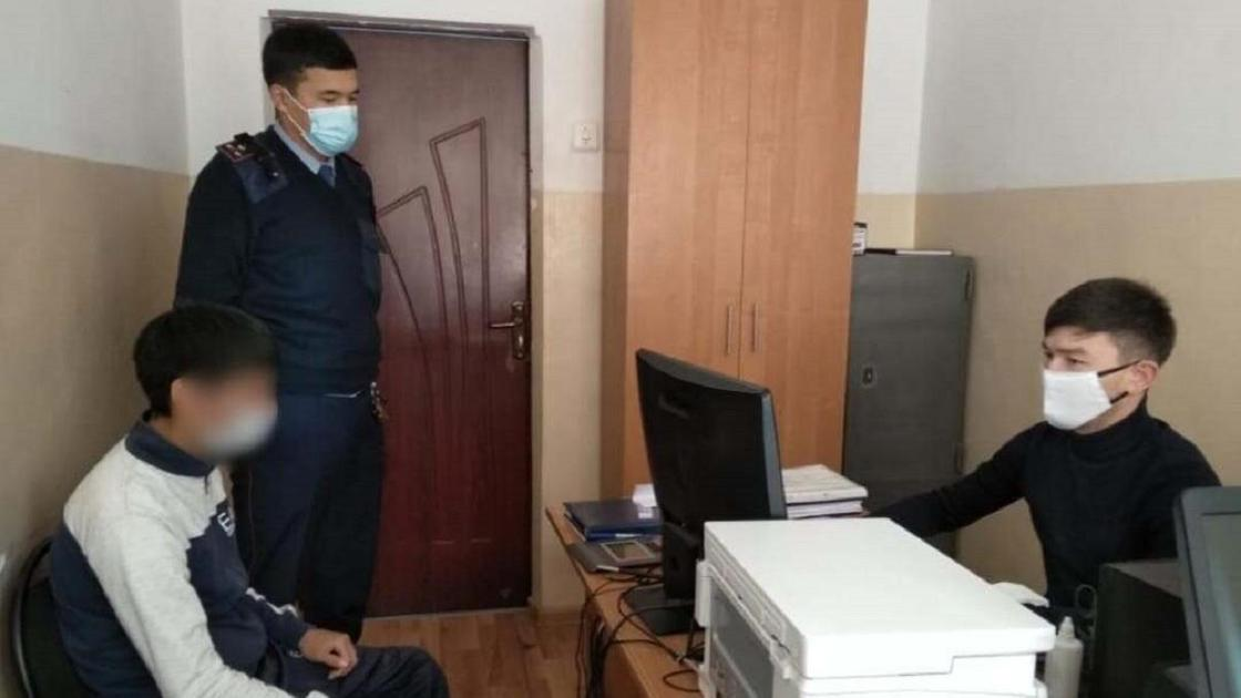 Сотрудники полиции задержали подозреваемого