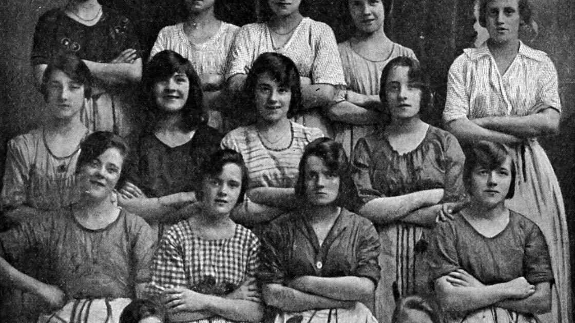 Работницы льняной фабрики, 1900 год