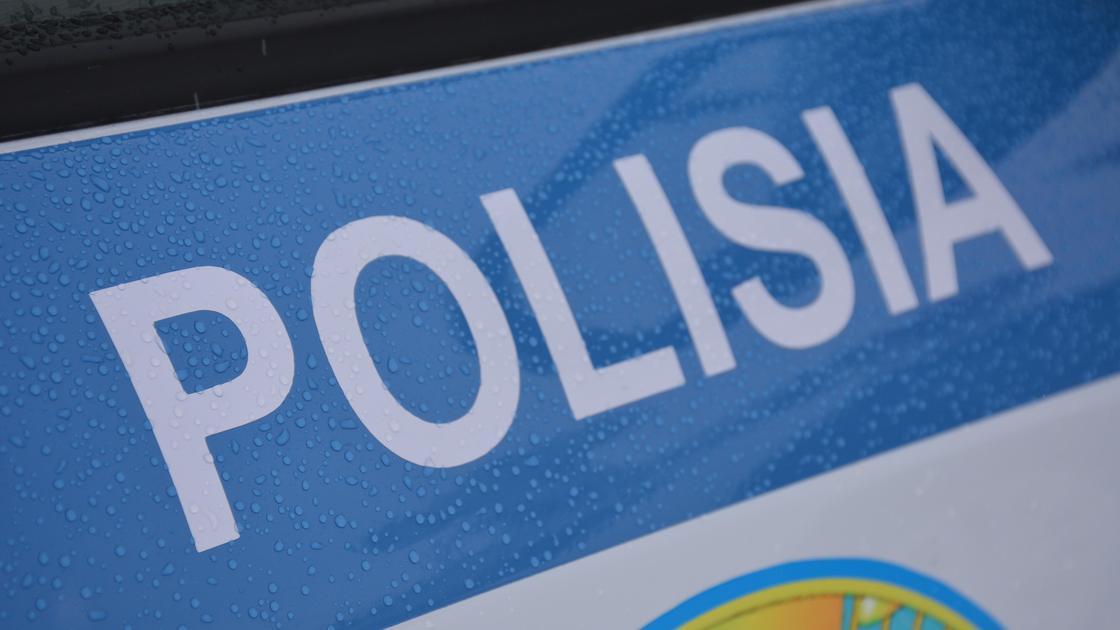Надпись на полицейской машине