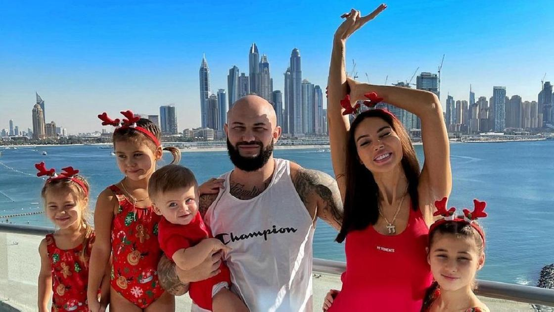 Оксана Самойлова и Джиган с детьми в Дубае