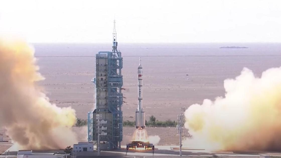 Запуск ракеты Long March 2F