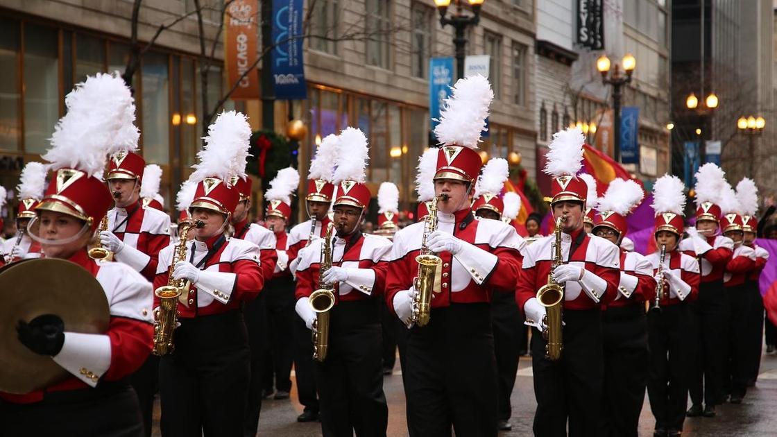 музыканты на параде