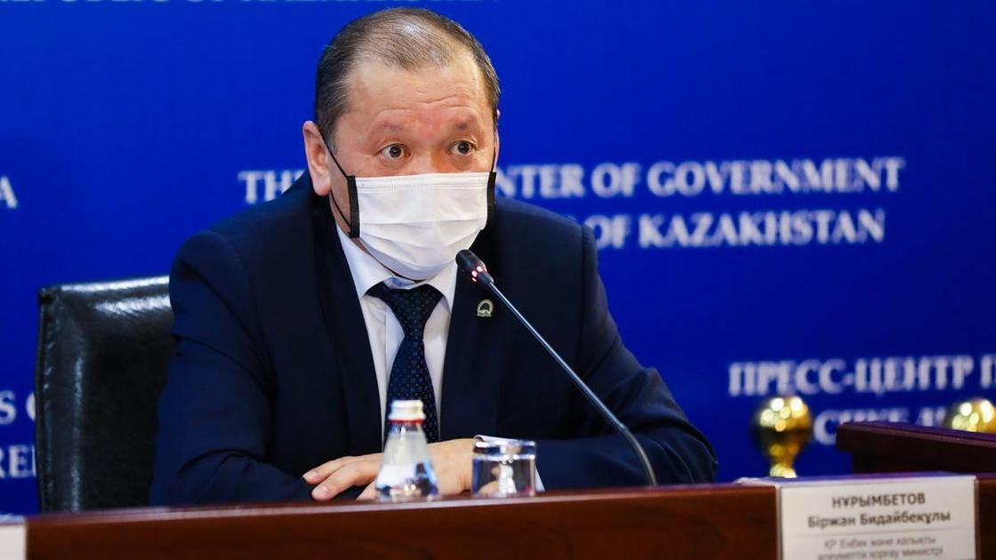 Биржан Нурымбетов в маске