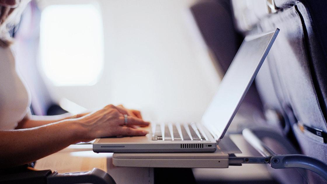 Можно ли пользоваться ноутбуком в самолете