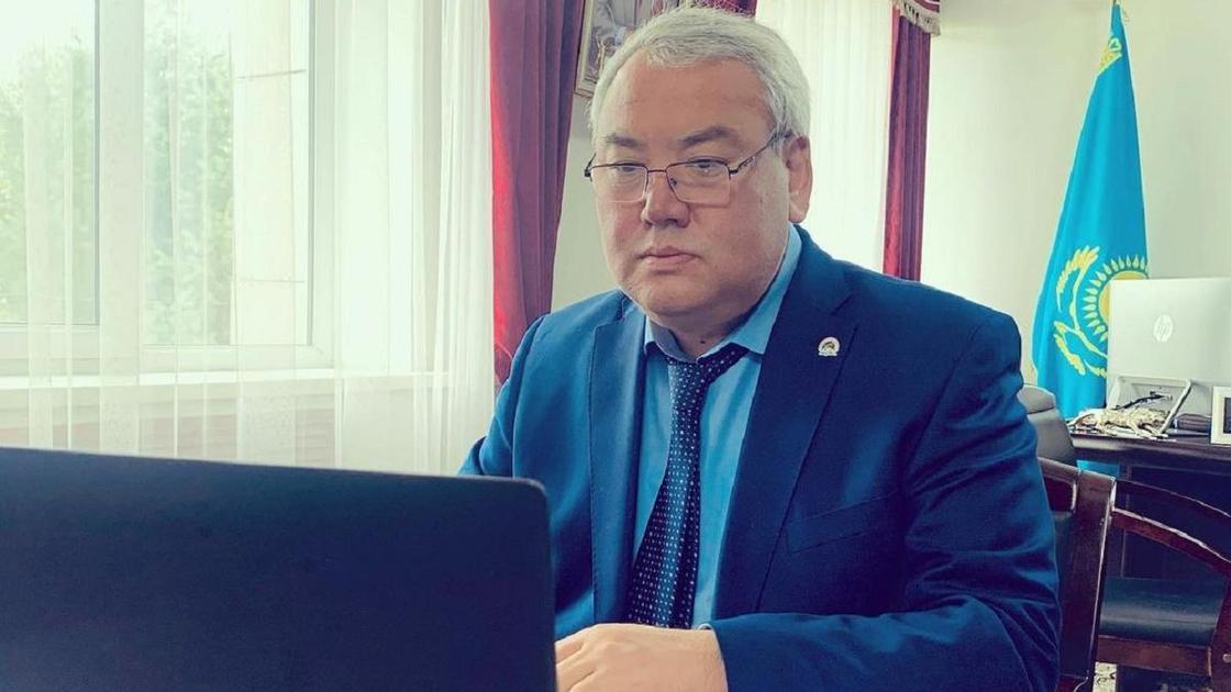 Серикжан Ерекешев на рабочем месте