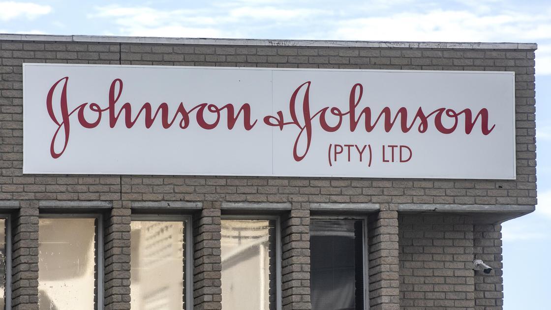 Надпись на здании Johnson & Johnson