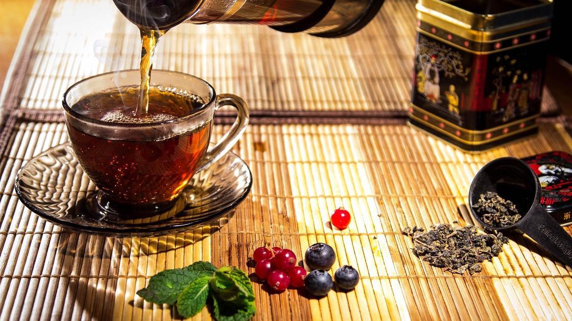 Чашка чая на столе
