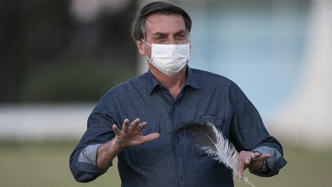 СМИ: Президент Бразилии снова сдал положительный тест на коронавирус