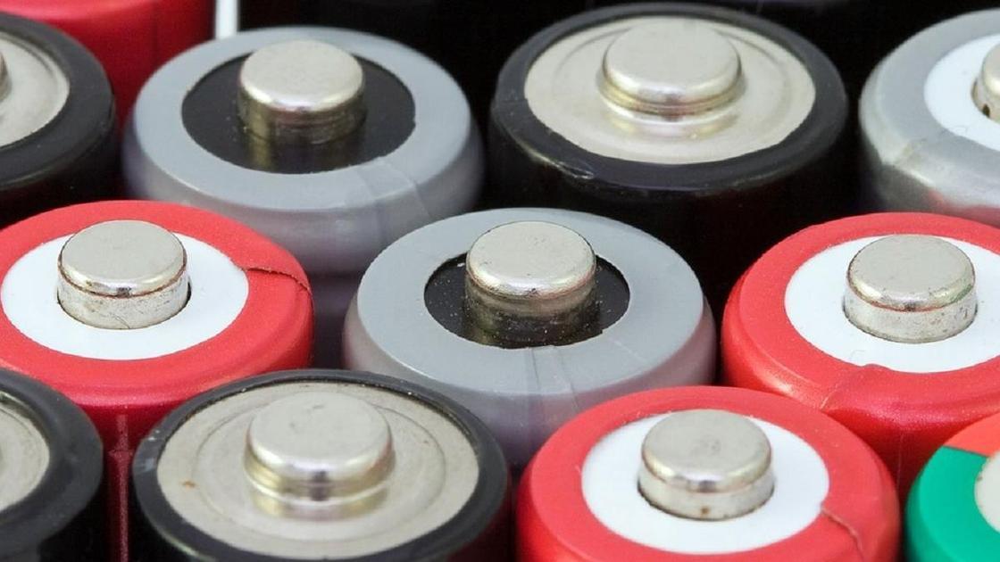 Пальчиковые батарейки разного цвета