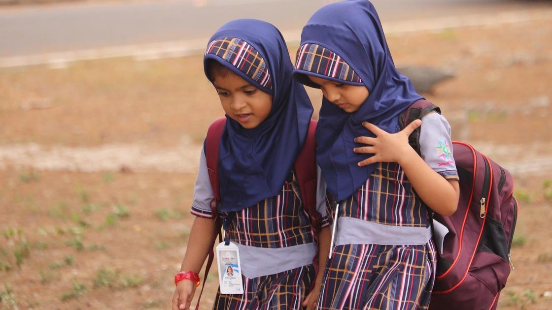 Как реализуется принцип светского государства в образовании и здравоохранении