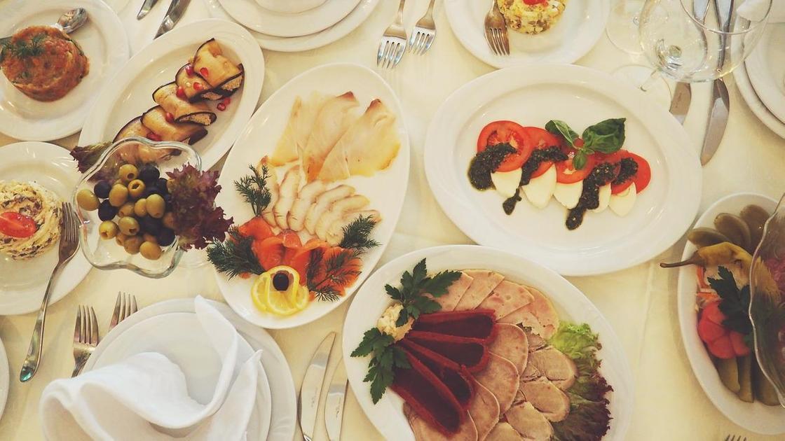 Блюда на праздничном столе