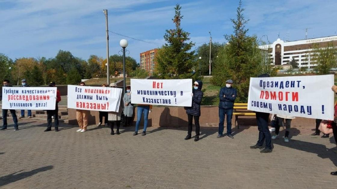 Обманутые вкладчики вышли на мирный митинг в Уральске