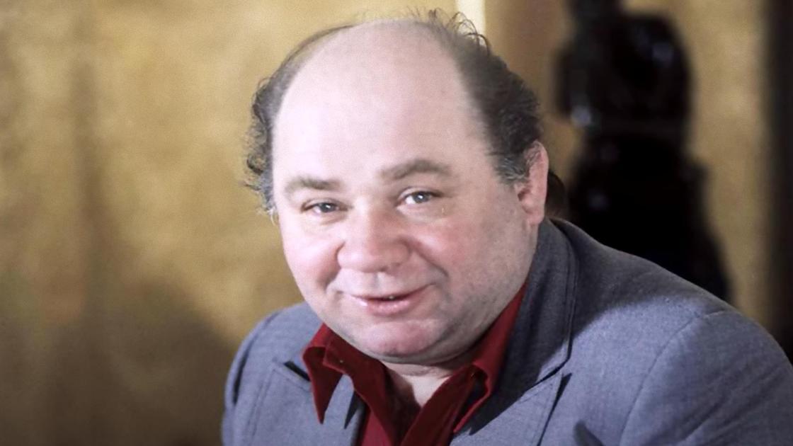 Евгений Леонов улыбается