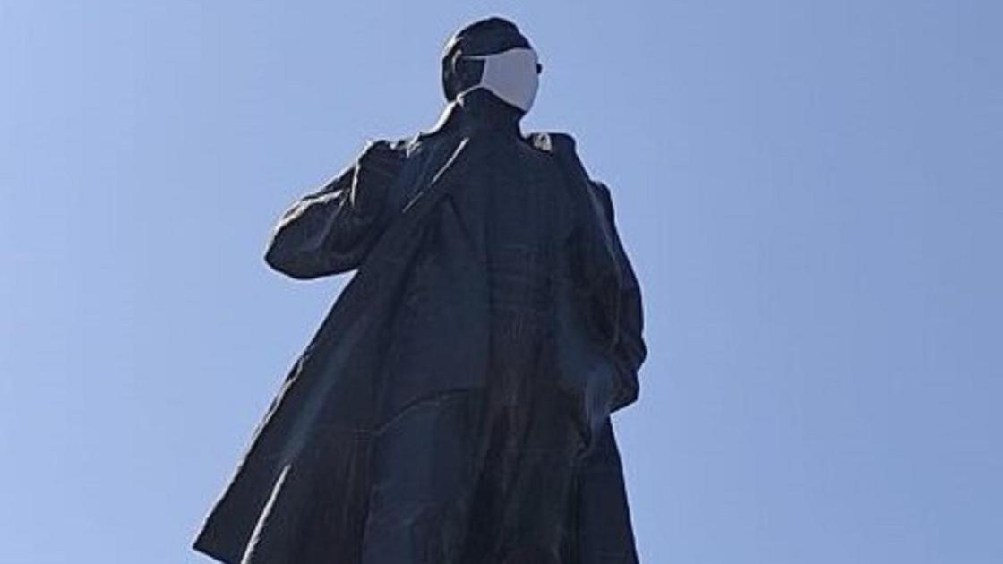 Памятник в Шымкенте