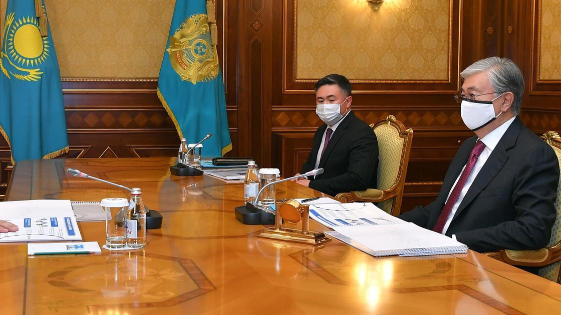 Касым-Жомарт Токаев в кабинете