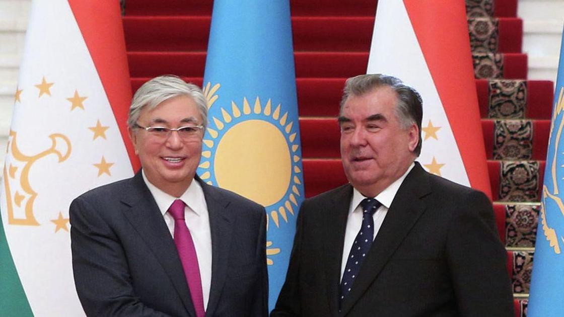 Токаев поговорил по телефону с президентом Таджикистана