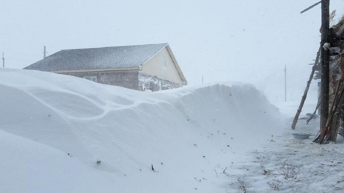 Снег в Баянауле