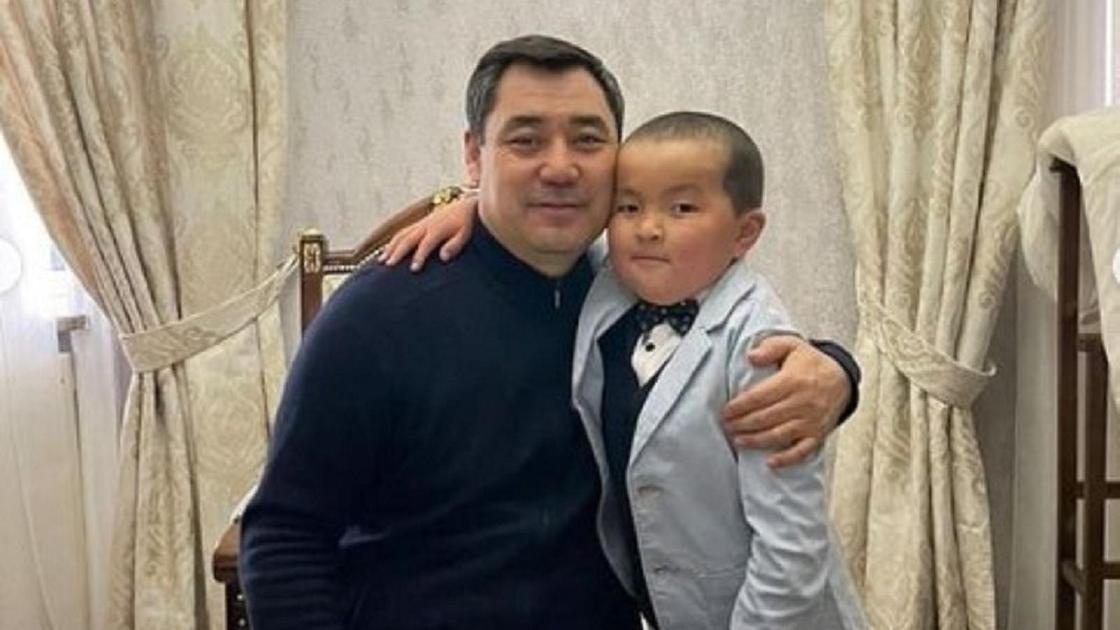 Садыр Жапаров мектеп оқушысымен кездесті