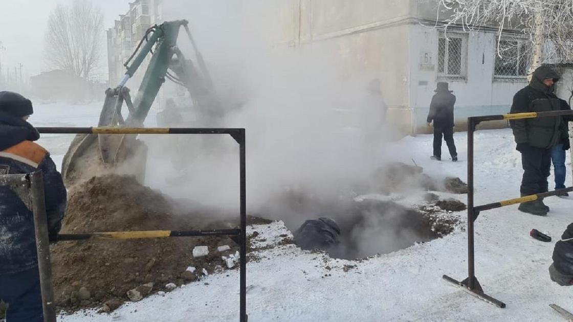 Прорыв трубы в Павлодаре