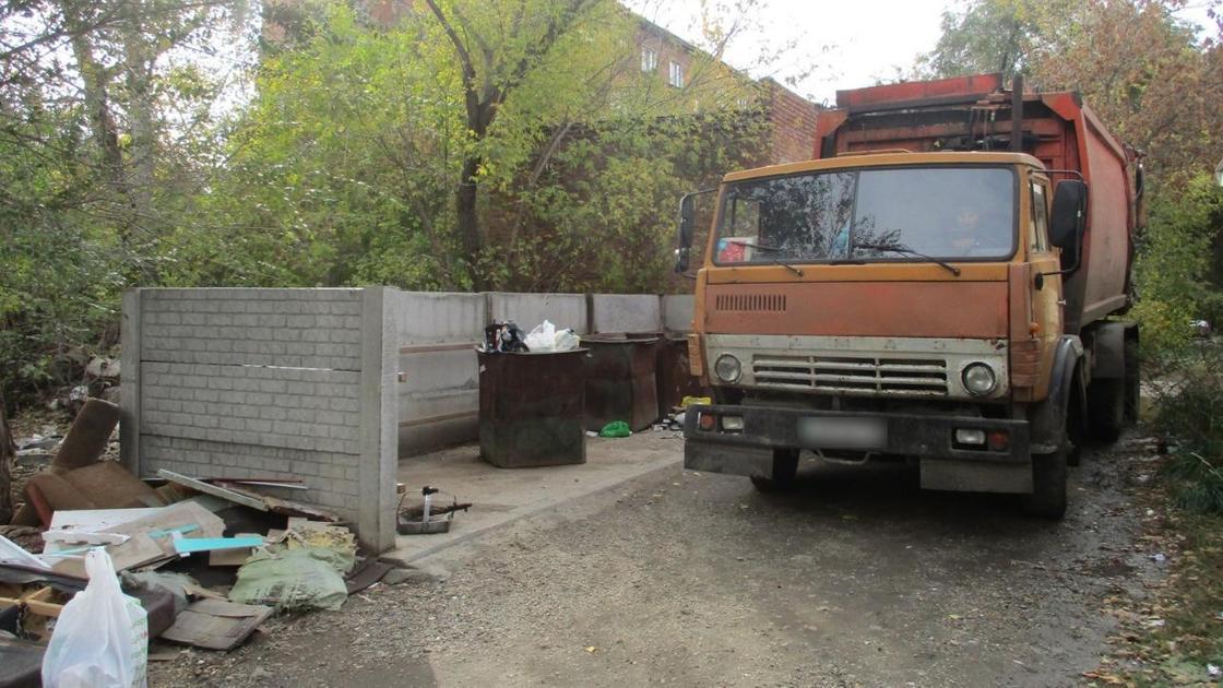 Мусорка, в которой обнаружили тело женщины в Усть-Каменогорске
