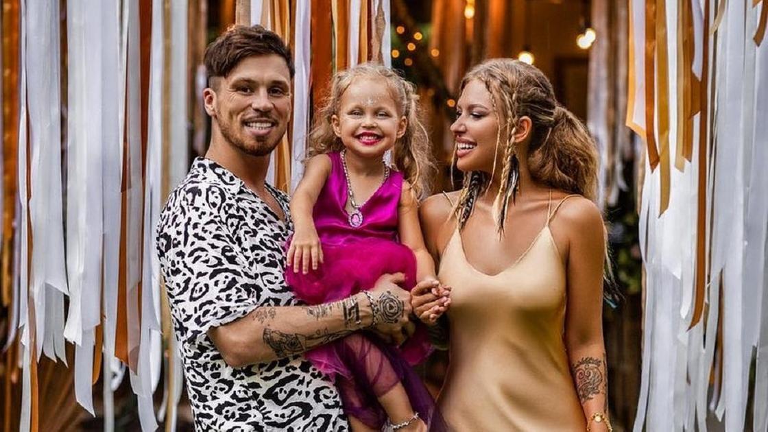 Рита Дакота с Федором Белогаем и дочерью Мией