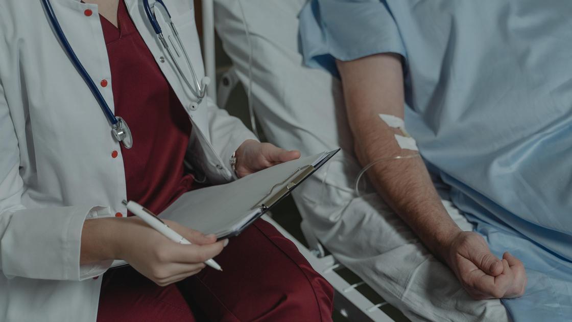 Пациент с врачом