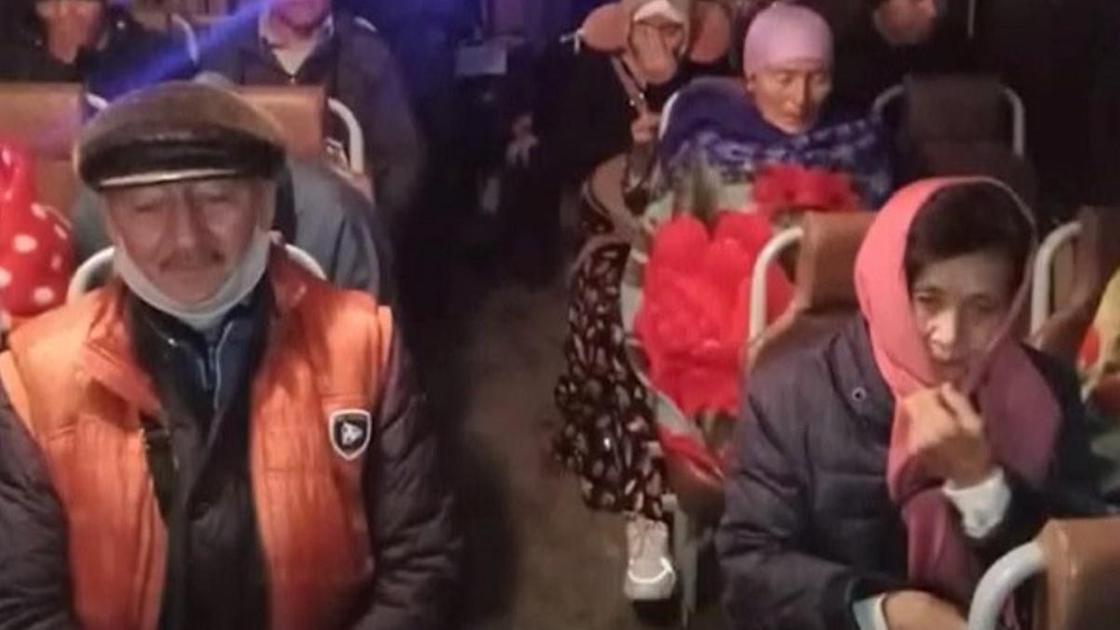 Автобус застрял на трассе в ВКО