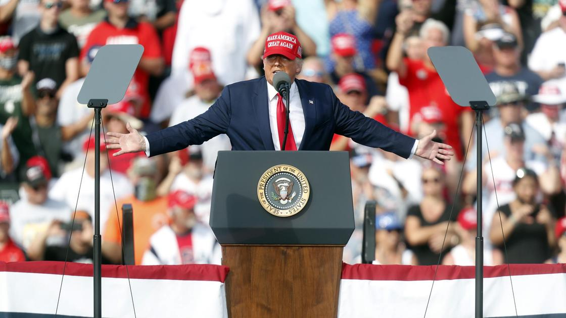 Дональд Трамп на встрече с избирателями во Флориде